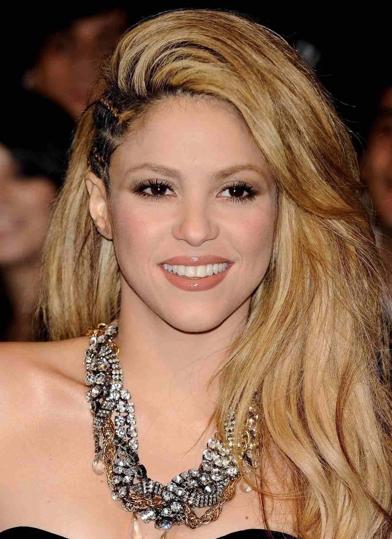 Shakira Height, Weight, Bra, Bio, Figure Size | HeightBra.Com Shakira