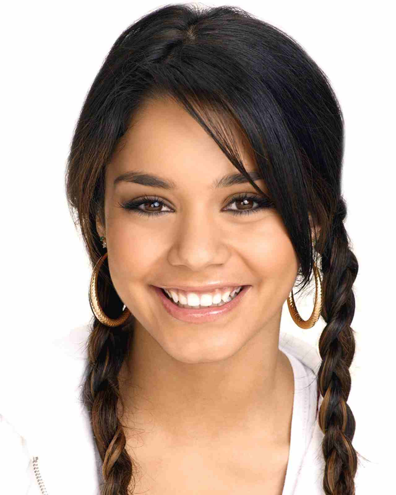 Vanessa Hudgens Height Weight Bra Bio Figure Size
