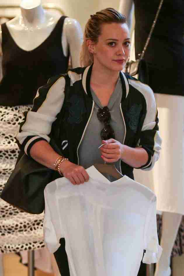hilary-duff-shops-at-intermix-in-los-angeles-feb.-2015_10