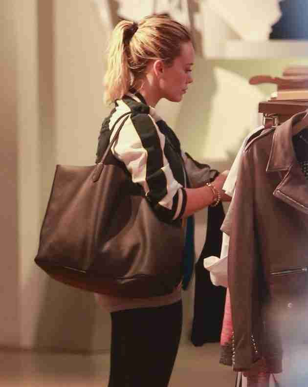 hilary-duff-shops-at-intermix-in-los-angeles-feb.-2015_2