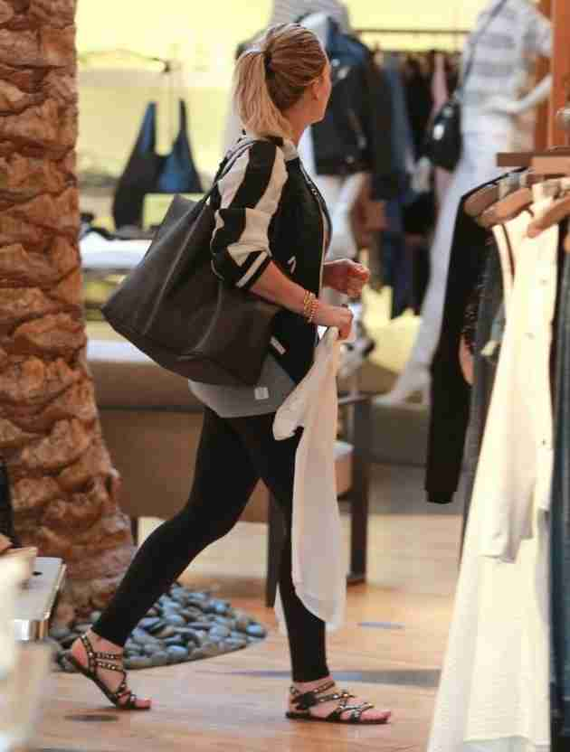 hilary-duff-shops-at-intermix-in-los-angeles-feb.-2015_4