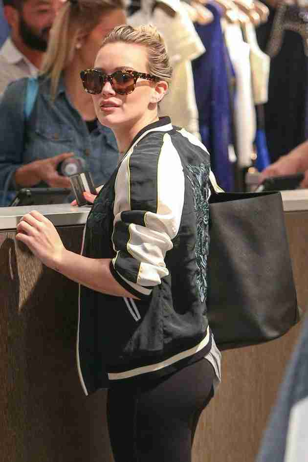 hilary-duff-shops-at-intermix-in-los-angeles-feb.-2015_5