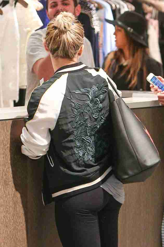 hilary-duff-shops-at-intermix-in-los-angeles-feb.-2015_6