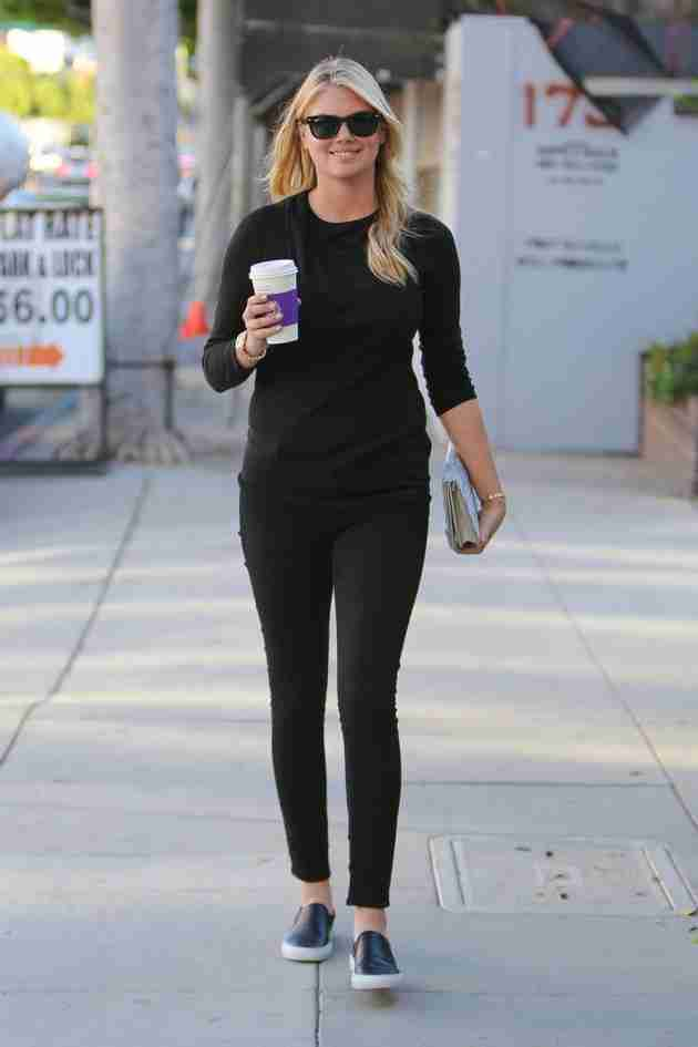 kate-upton-out-for-coffee-in-beverly-hills-february-2015_2