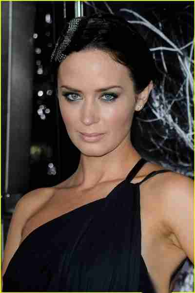 Emily Blunt Height, Weight, Bra, Bio, Figure Size ...