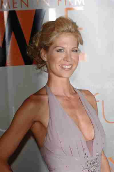 jenna elfman measurements