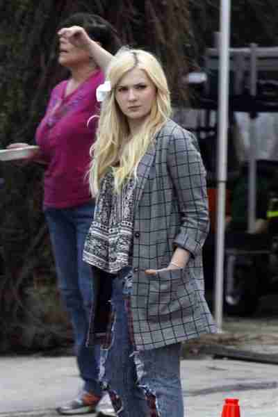 abigail-breslin-pics-at-scream-queens-set-in-new-orleans (1)