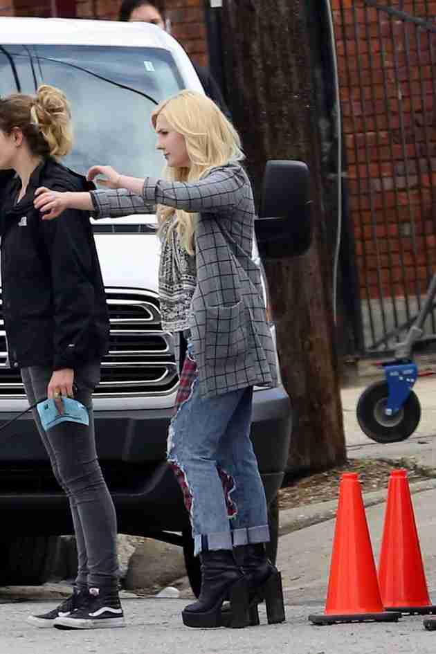 abigail-breslin-pics-at-scream-queens-set-in-new-orleans (2)