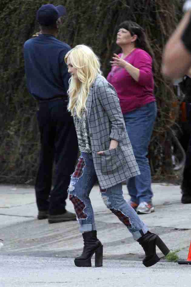 abigail-breslin-pics-at-scream-queens-set-in-new-orleans (4)