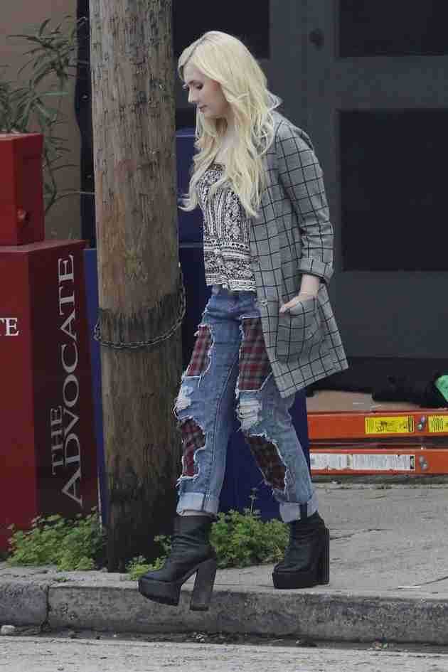 abigail-breslin-pics-at-scream-queens-set-in-new-orleans (5)
