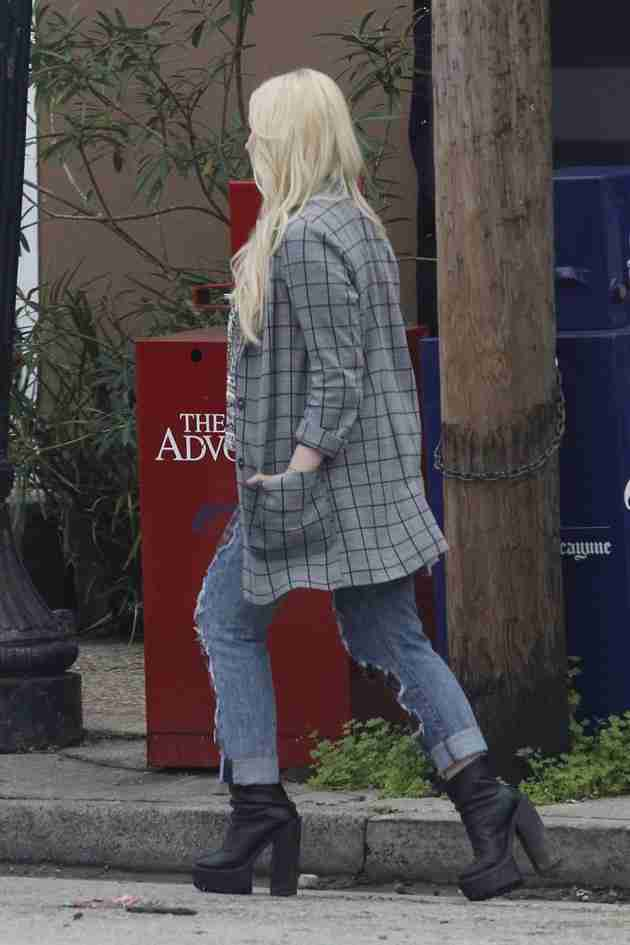 abigail-breslin-pics-at-scream-queens-set-in-new-orleans (6)