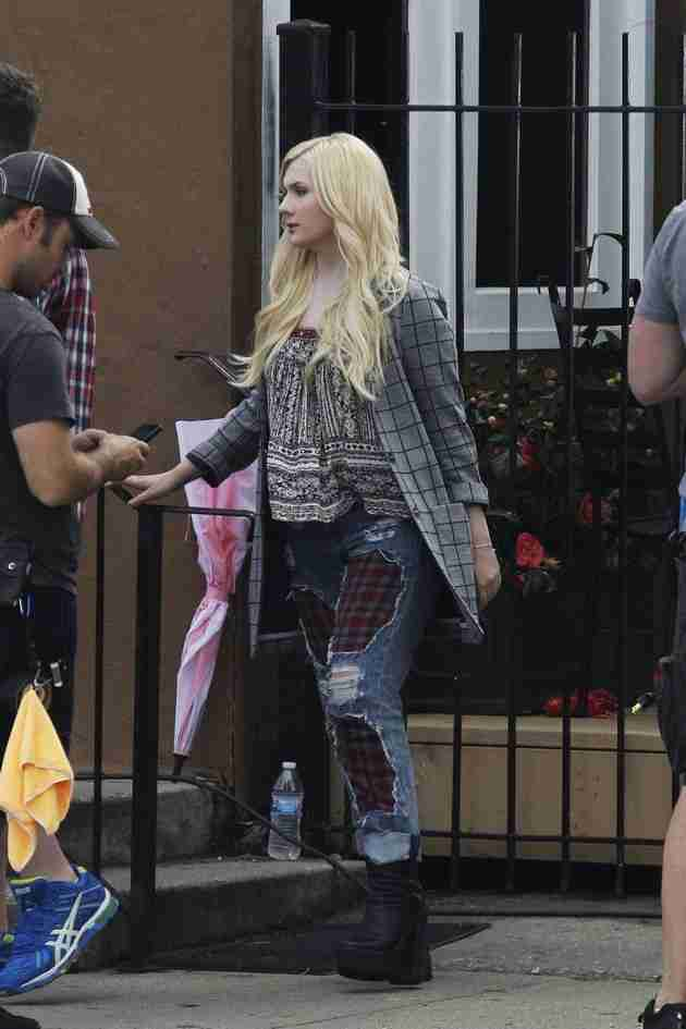 abigail-breslin-pics-at-scream-queens-set-in-new-orleans (9)