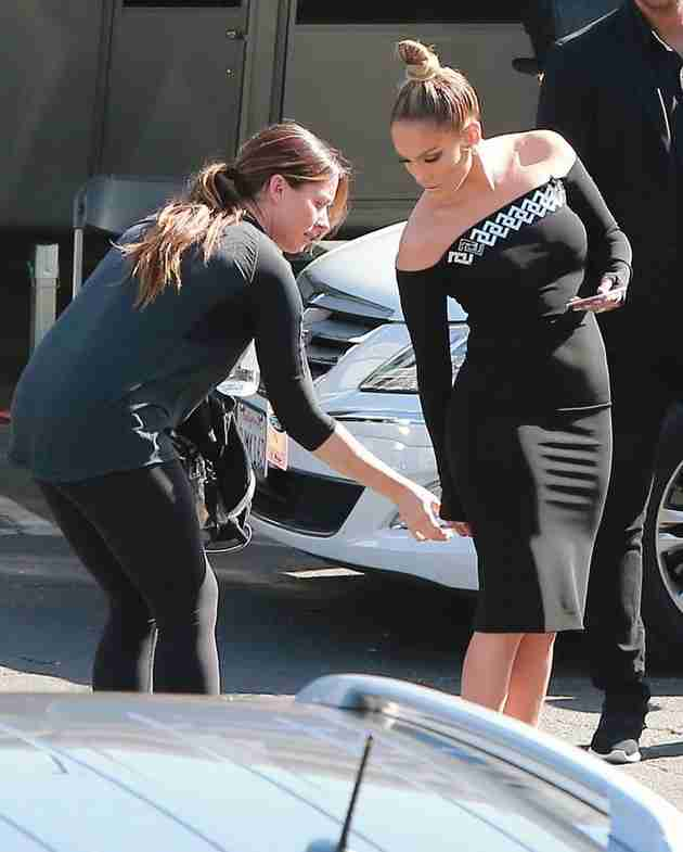 jennifer-lopez-looking-hot-in-american-idol-taping (11)