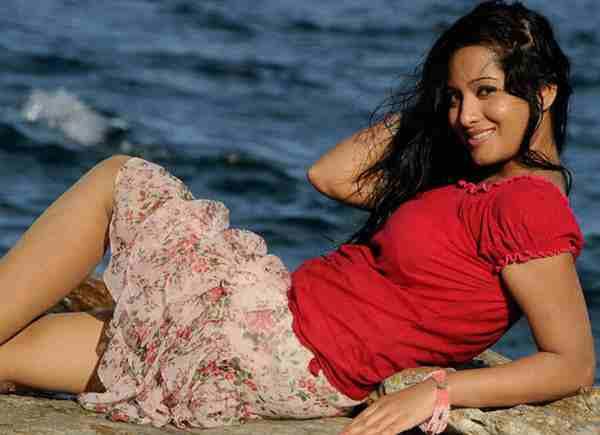 Preetika-Rao-in-bikini-hot-sexy